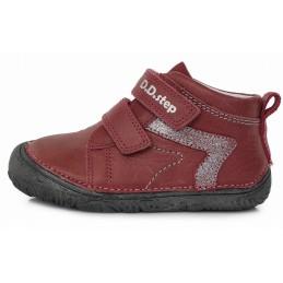 Barefoot raudoni batai...